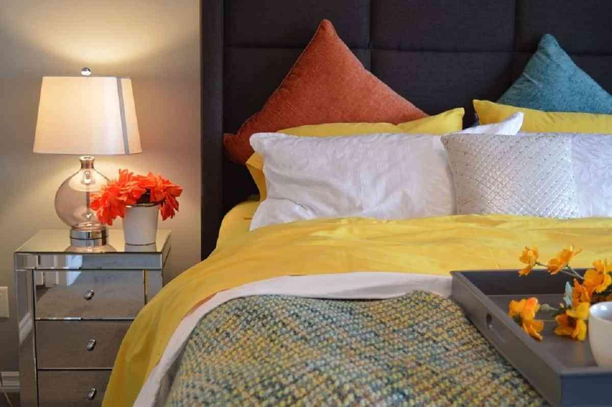 Mesitas de noche acordes a las necesidades en tu dormitorio