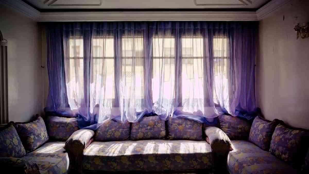 El estilo árabe brinda fundamental importancia a las cortinas y los cojines en las estancias y mucho color!!