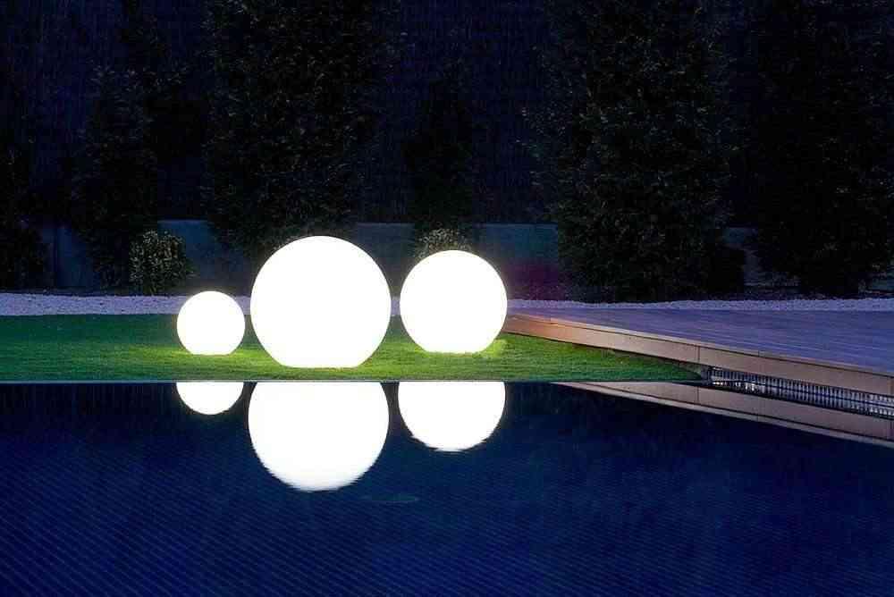 Luz ecologica en tu jard n natural - Lampara de jardin solar ...